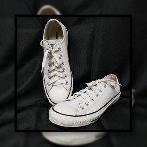 Converse Leather Low-Top Sneaker